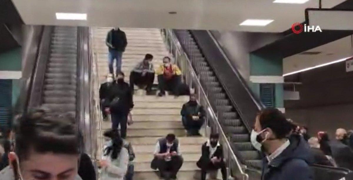 İstanbul'da metro seferleri aksadı, sosyal mesafe kalmadı #4
