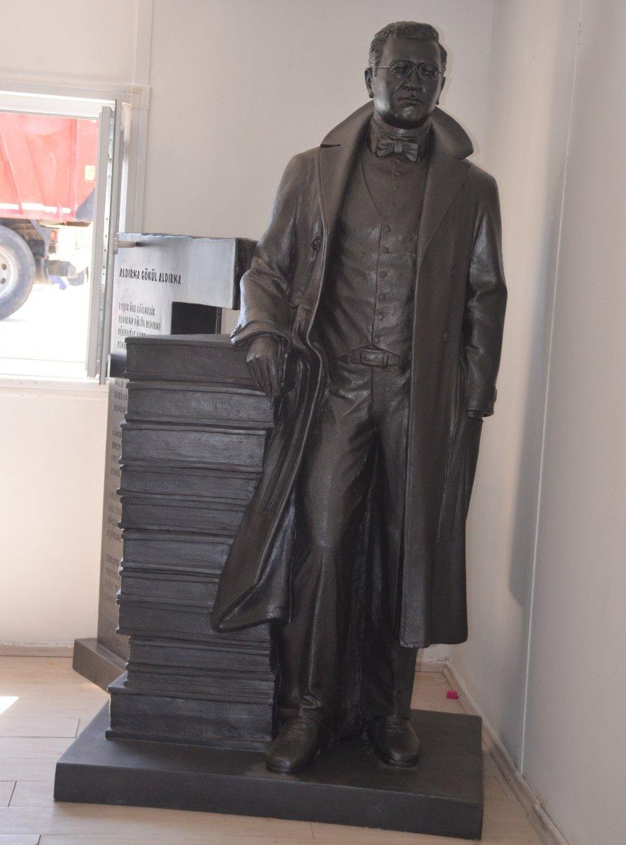 Sinop'ta Sabahattin Ali ve Tarzan Kemal in heykelleri hazırlandı #3