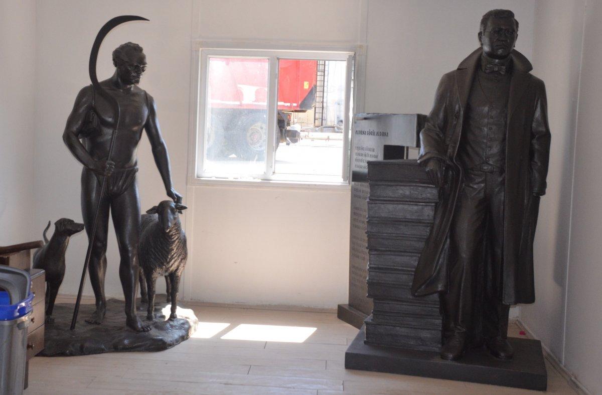 Sinop'ta Sabahattin Ali ve Tarzan Kemal in heykelleri hazırlandı #1