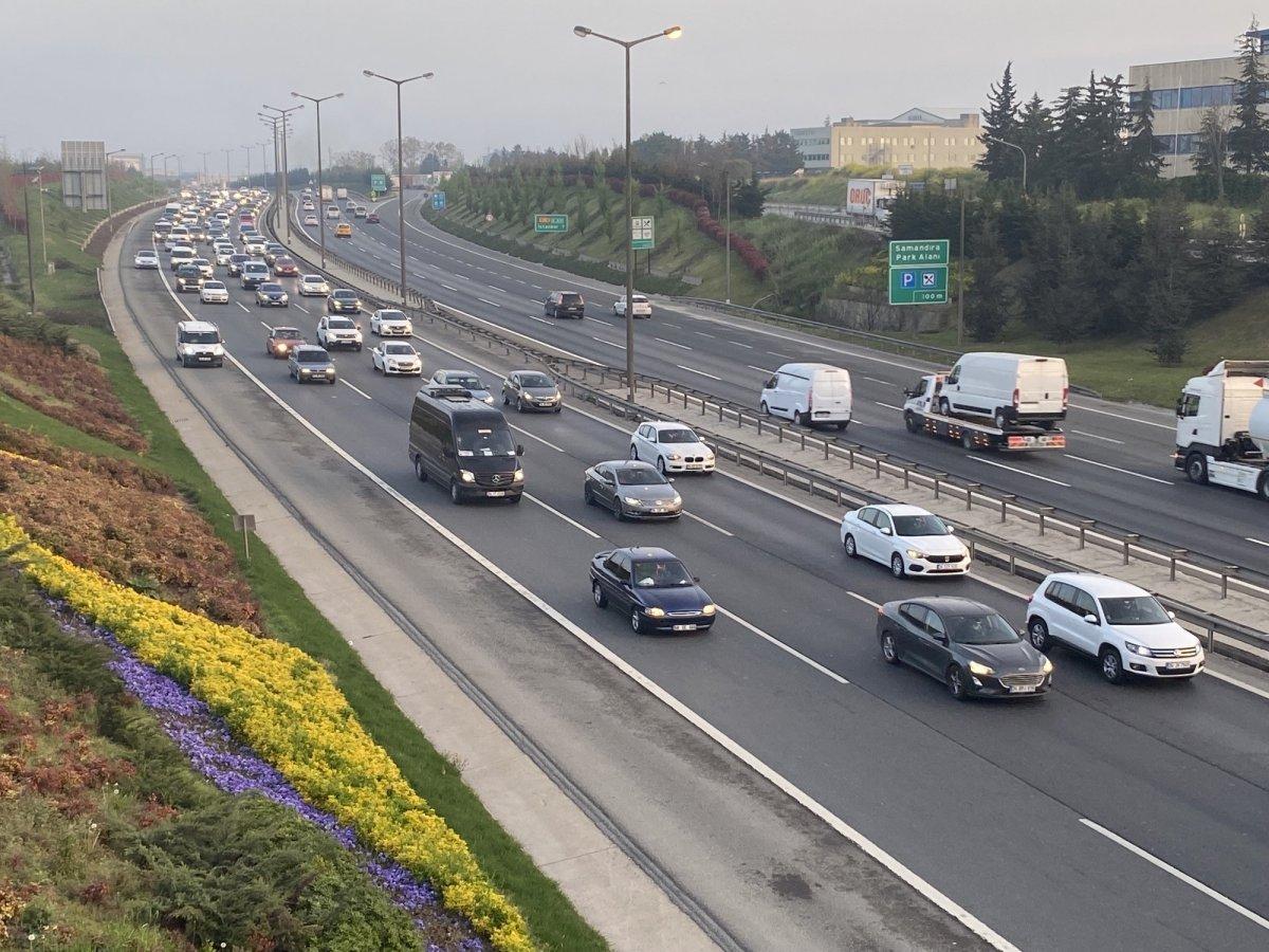 İstanbul TEM Otoyolu nda trafik yoğunluğu #4