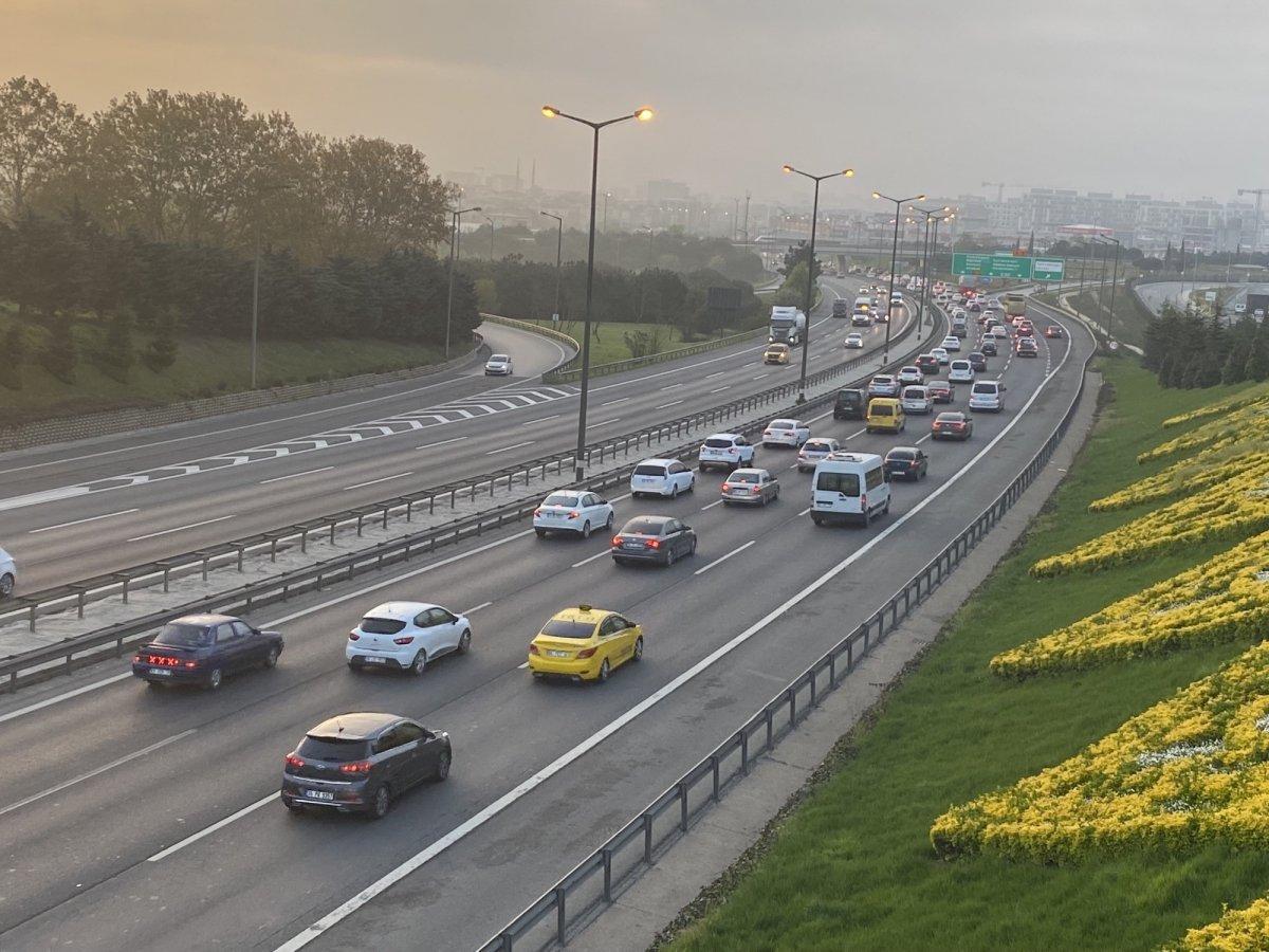 İstanbul TEM Otoyolu nda trafik yoğunluğu #5