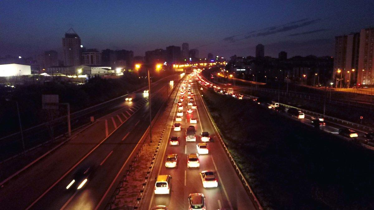 İstanbul TEM Otoyolu nda trafik yoğunluğu #2