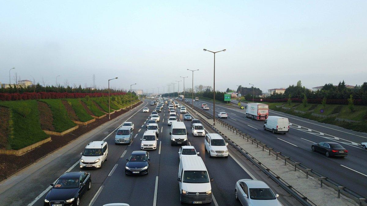 İstanbul TEM Otoyolu nda trafik yoğunluğu #3