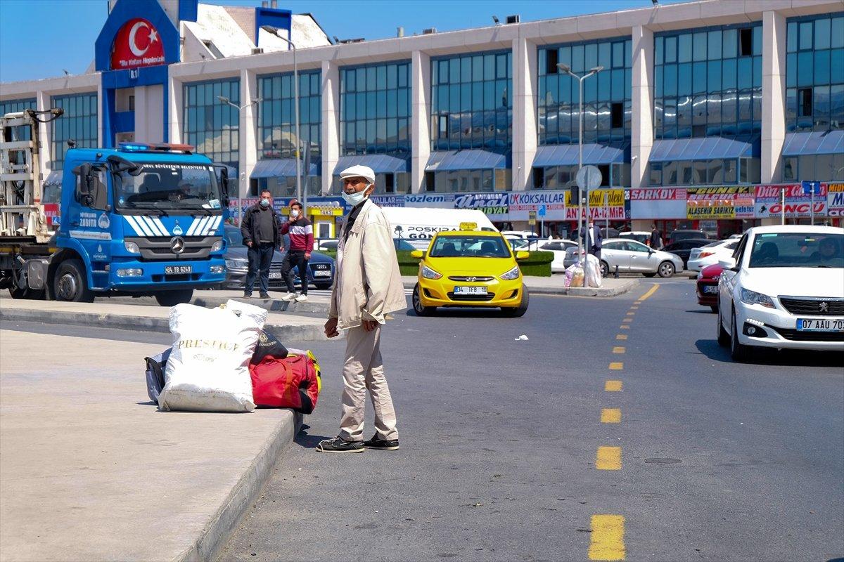 İstanbul da otogarlarda  tam kapanma  yoğunluğu #9