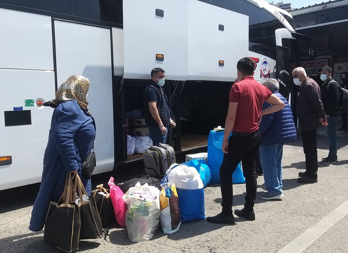 İstanbul da otogarlarda  tam kapanma  yoğunluğu #1