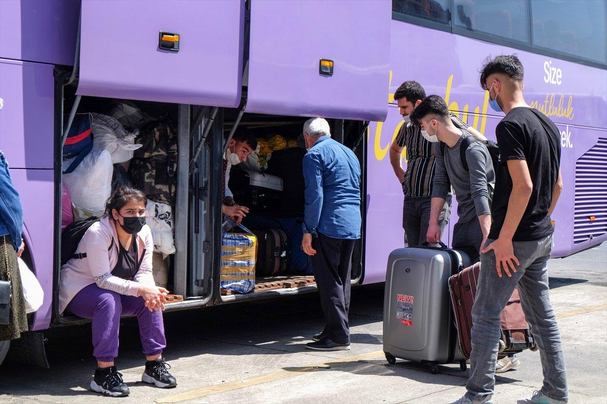 İstanbul da otogarlarda  tam kapanma  yoğunluğu #5