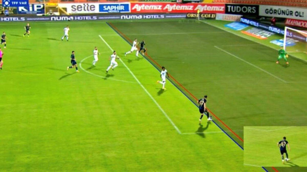 Fenerbahçeliler Alanyaspor maçında kural hatası var diyor #2