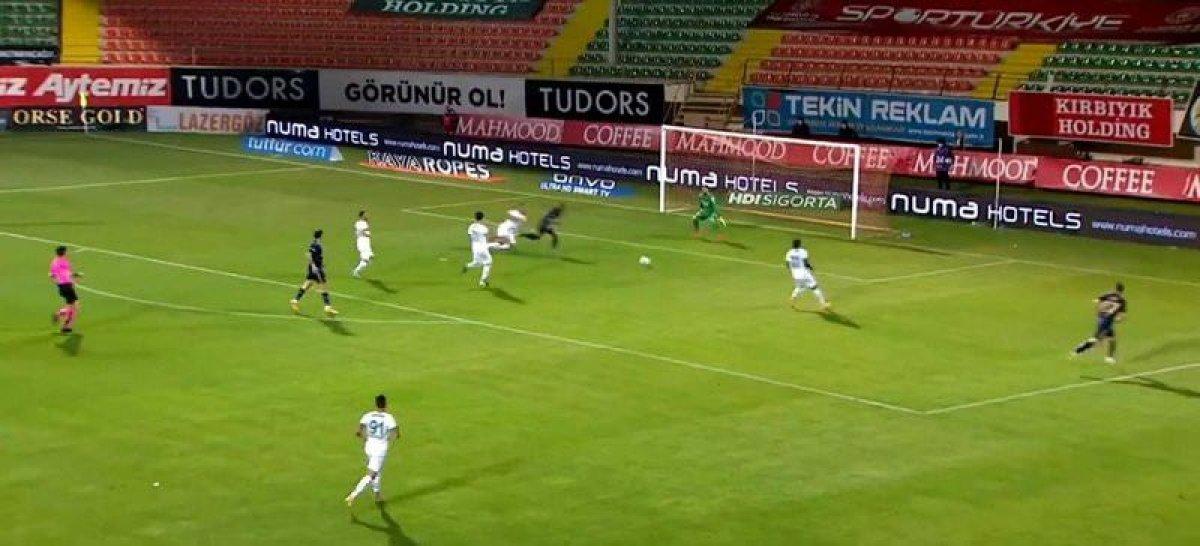 Fenerbahçeliler Alanyaspor maçında kural hatası var diyor #1