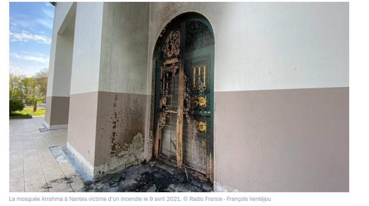 Fransa'da camiye İslamofobik saldırı  #2