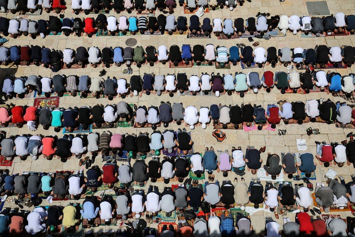Mescid-i Aksa'da 60 bin kişinin katıldığı cuma namazı #5