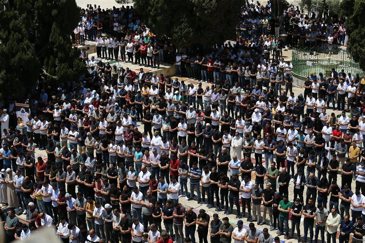 Mescid-i Aksa'da 60 bin kişinin katıldığı cuma namazı #8
