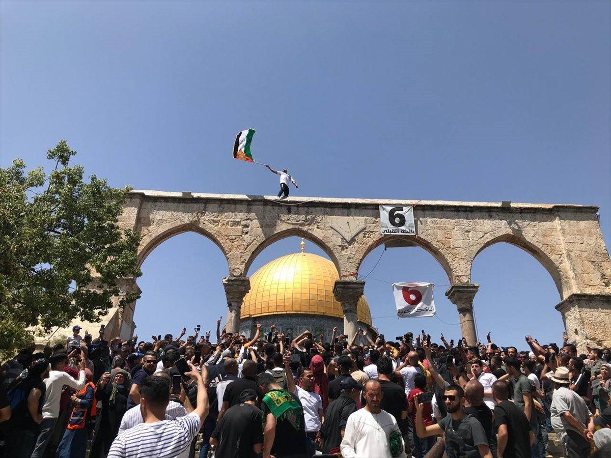 Mescid-i Aksa'da 60 bin kişinin katıldığı cuma namazı #1