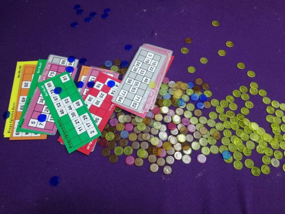 İzmir de Sabri Abi isimli baskında kumar oynayan 60 kişi yakalandı #2