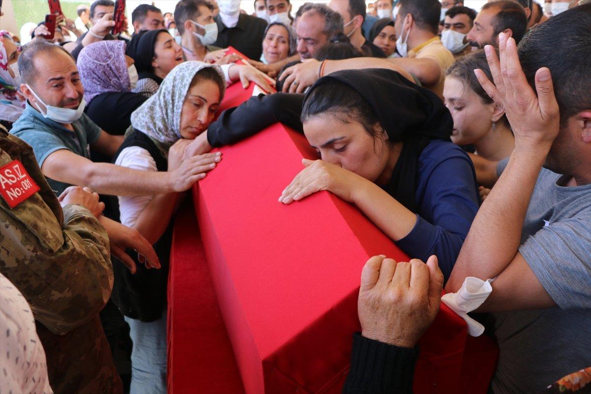 Kilis te silah arkadaşı tarafından vurulan onbaşı toprağa verildi #4