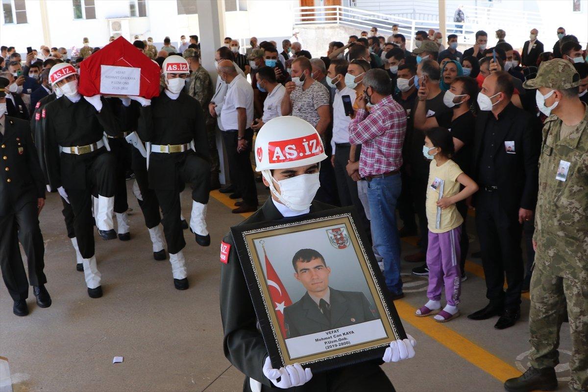 Kilis te silah arkadaşı tarafından vurulan onbaşı toprağa verildi #7