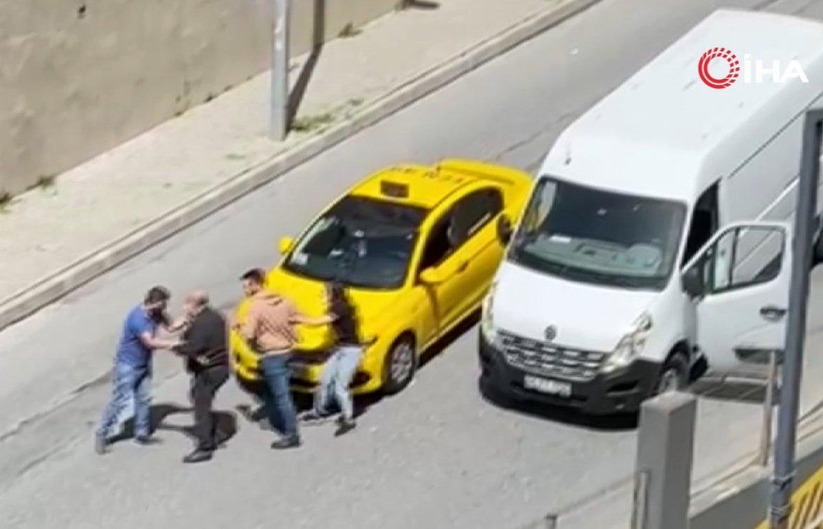 Esenyurt ta taksiciyi muşta ile döven linç edildi #1