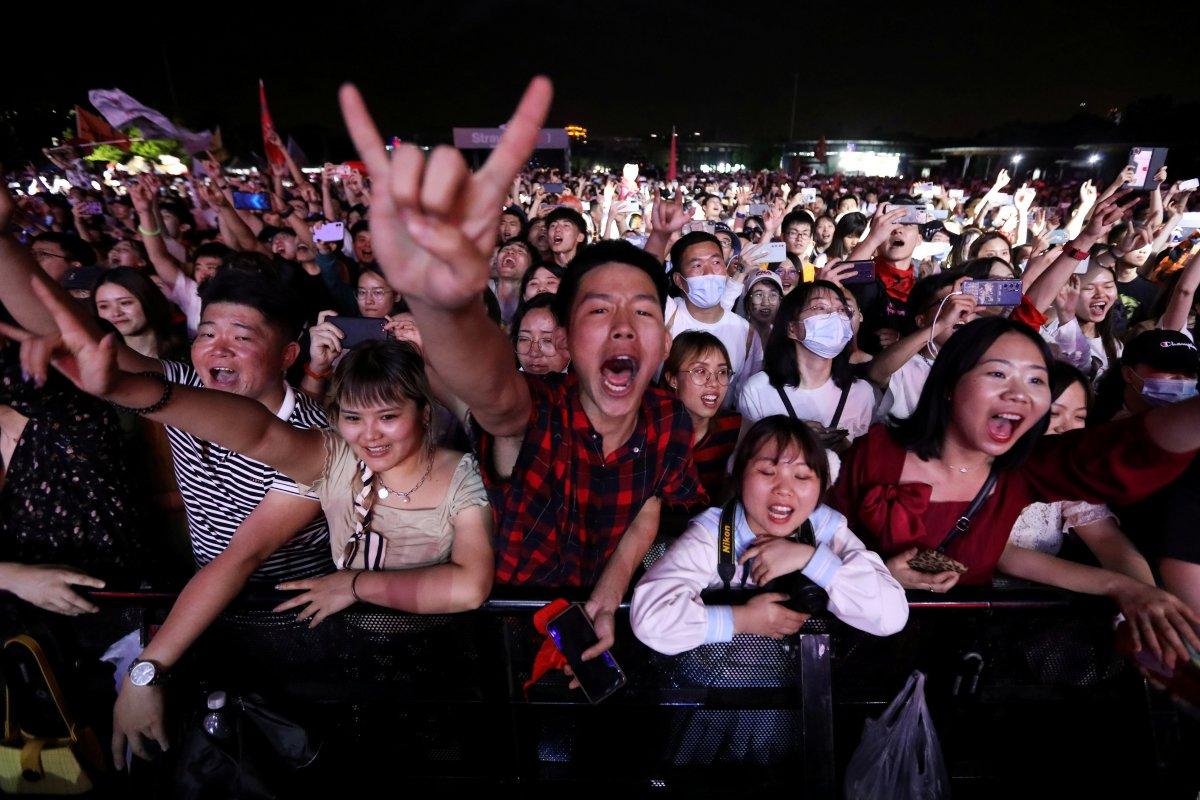 Koronavirüsün çıktığı Vuhan da müzik festivali  #1