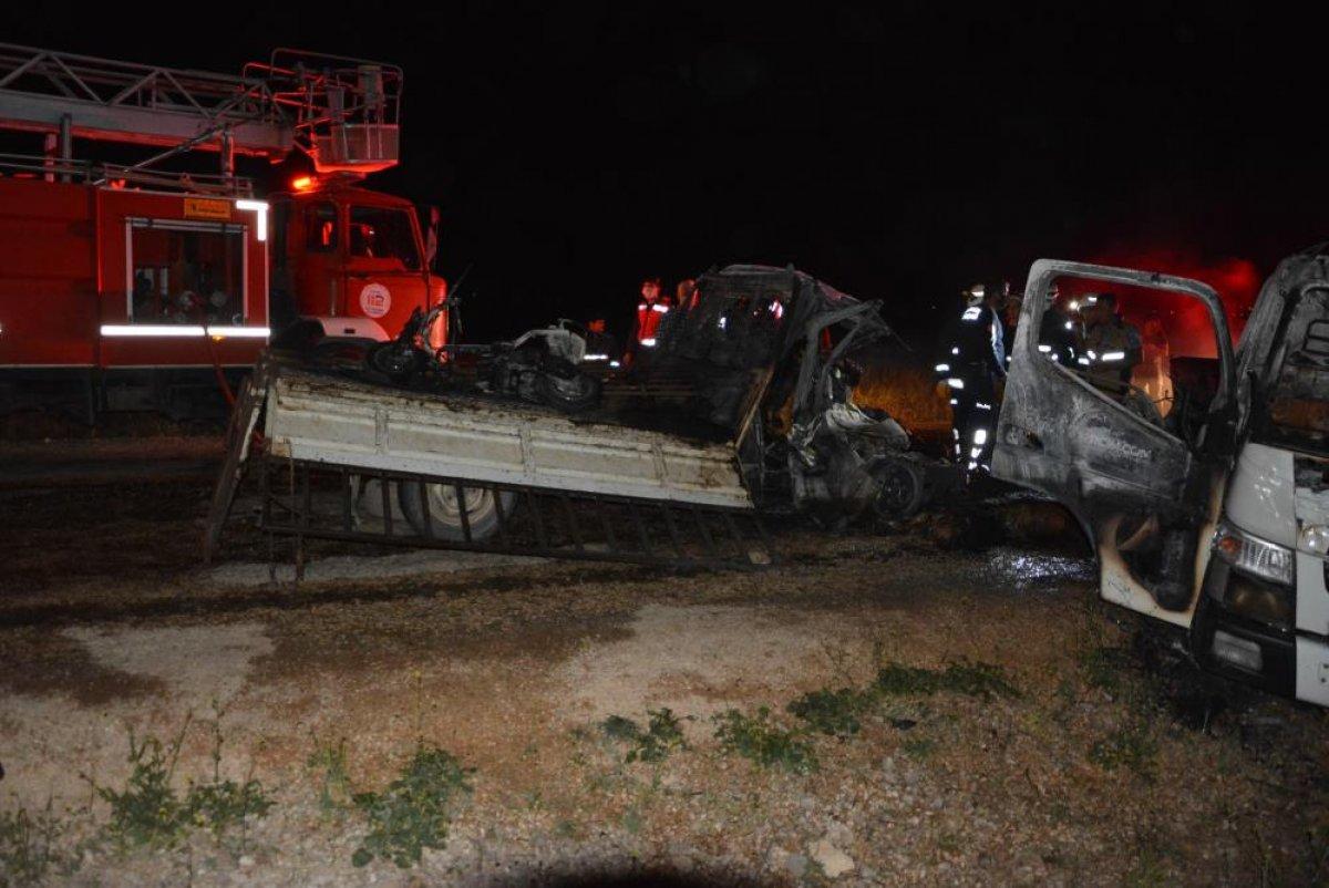 Antalya'da 2 kişi araç içinde yanarak can verdi #3