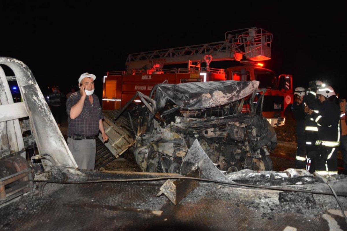 Antalya'da 2 kişi araç içinde yanarak can verdi #5