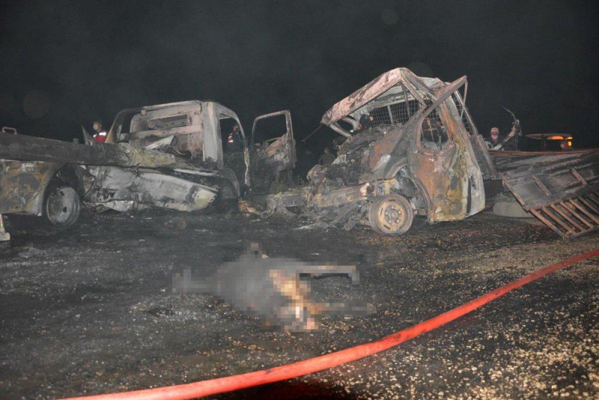 Antalya'da 2 kişi araç içinde yanarak can verdi #2
