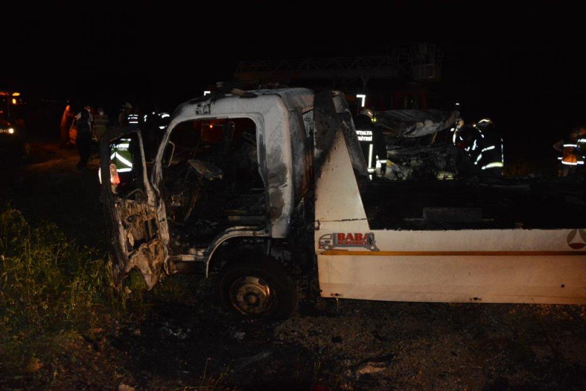 Antalya'da 2 kişi araç içinde yanarak can verdi #4