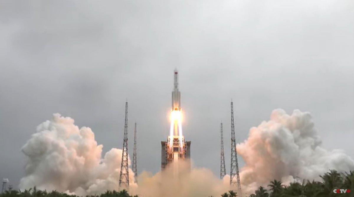 Kontrolden çıkan Çin roketinin parçaları Dünya ya düşecek #1