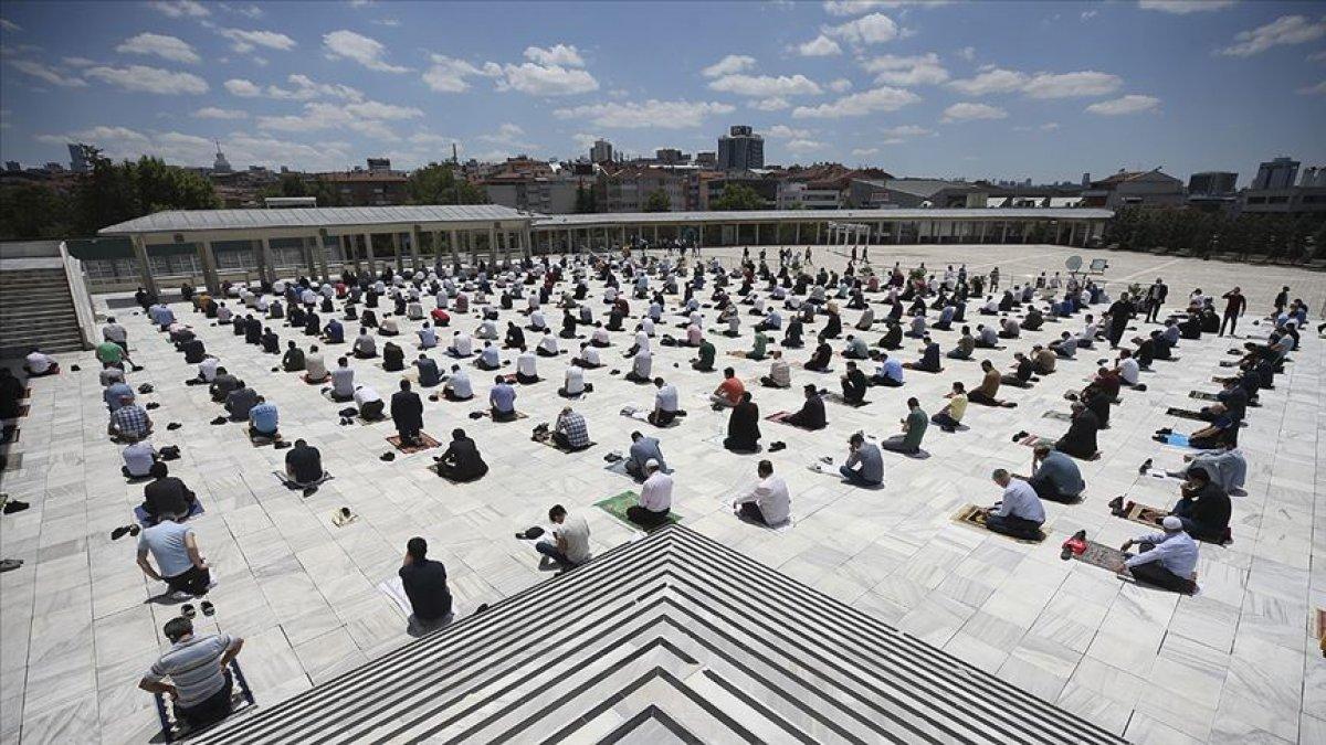 Ramazan Bayramı namazının saatleri belli oldu #1