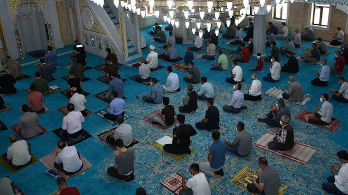 7 Mayıs cuma namazı saati: Bugün camilerde cuma namazı kılınacak mı? #1