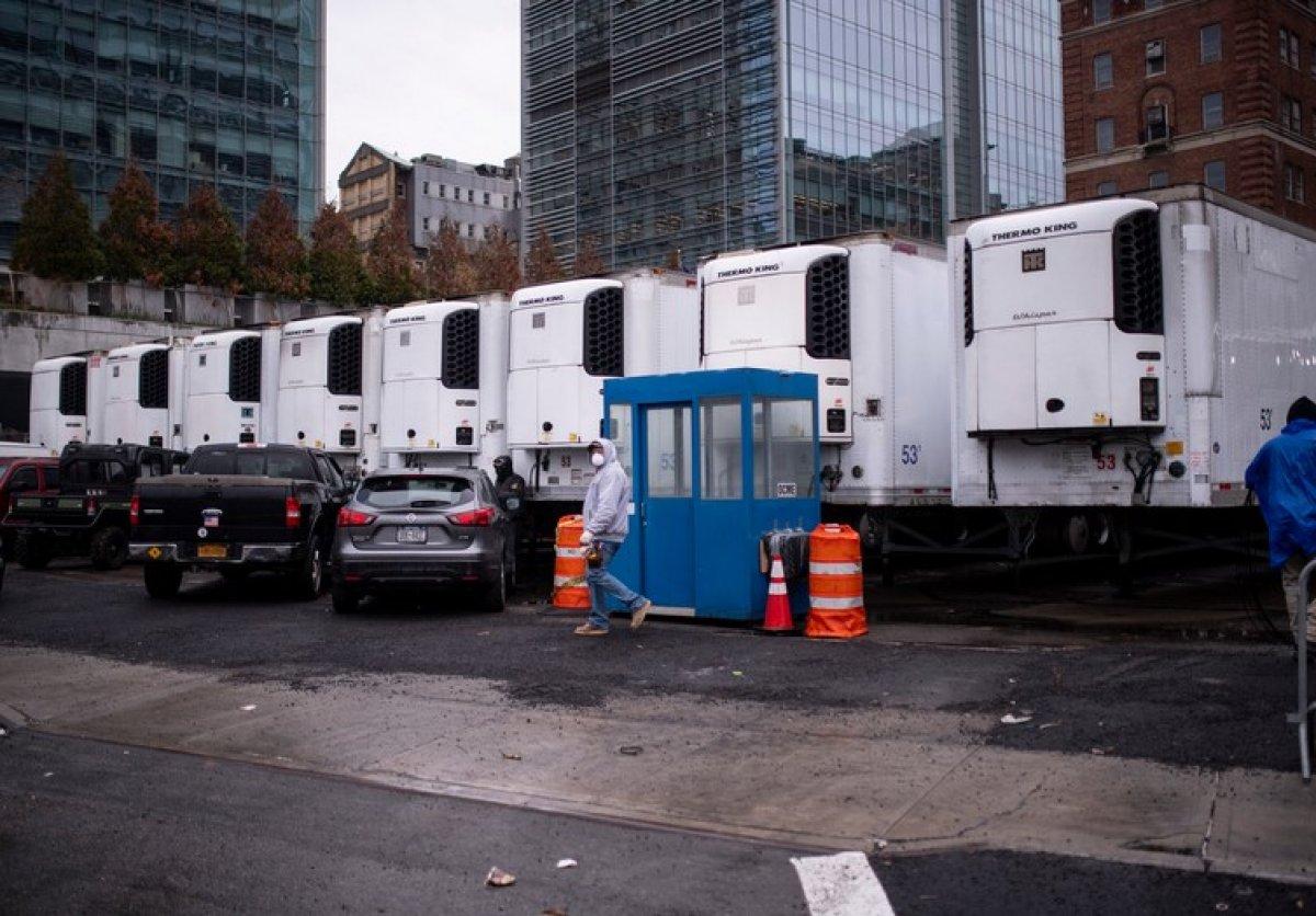 New York ta koronavirüsten ölen 750 kişinin cesedi soğutucu kamyonlardan çıktı #2