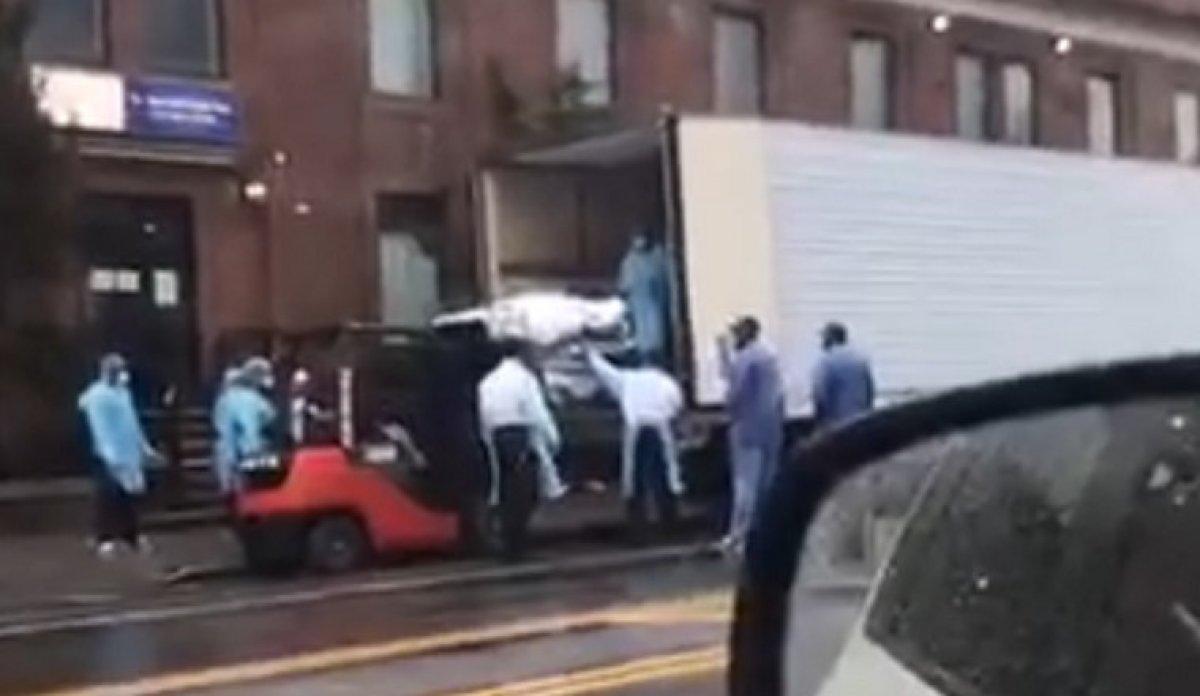 New York ta koronavirüsten ölen 750 kişinin cesedi soğutucu kamyonlardan çıktı #3