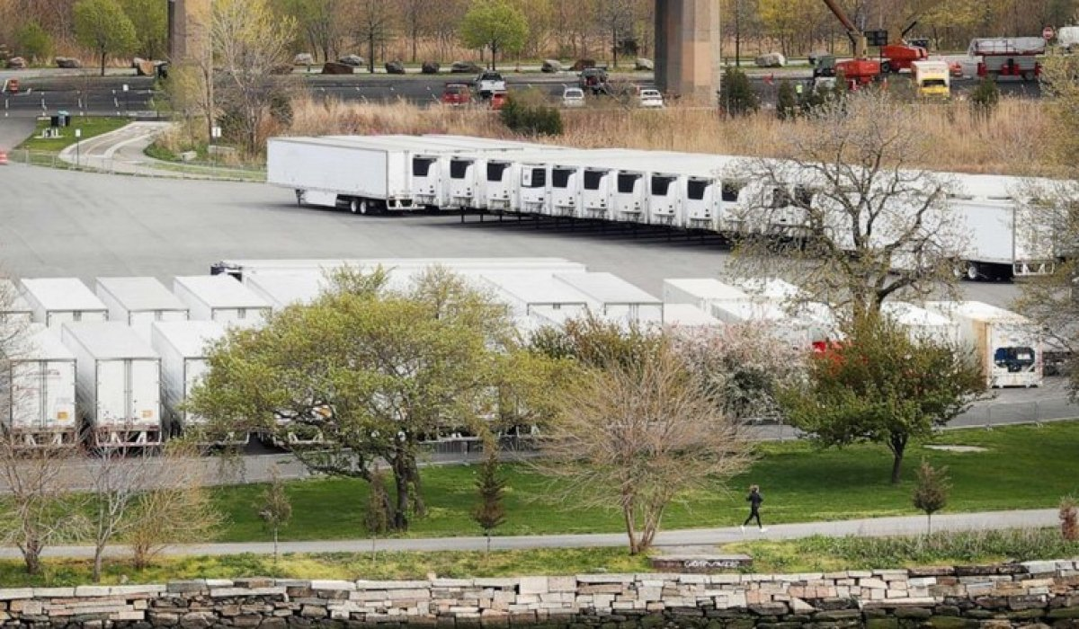 New York ta koronavirüsten ölen 750 kişinin cesedi soğutucu kamyonlardan çıktı #1