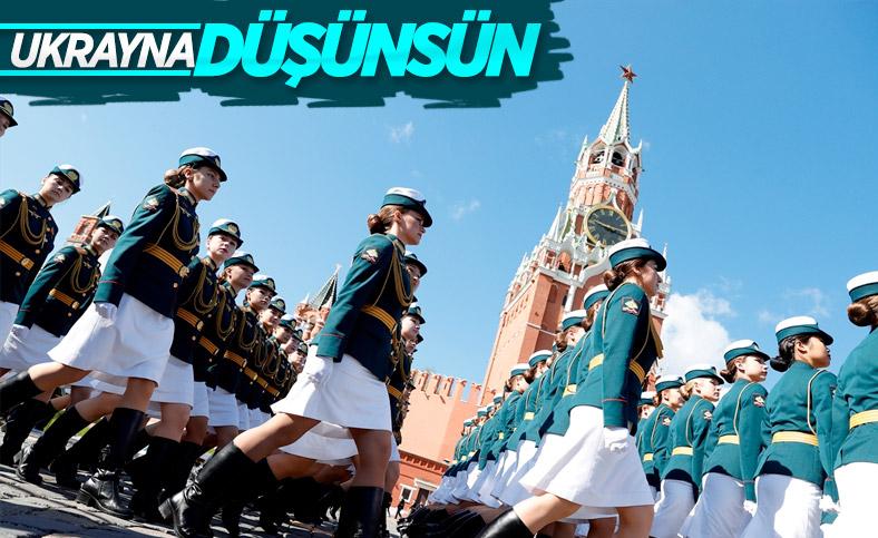 Moskova'da askeri geçit töreninin provası