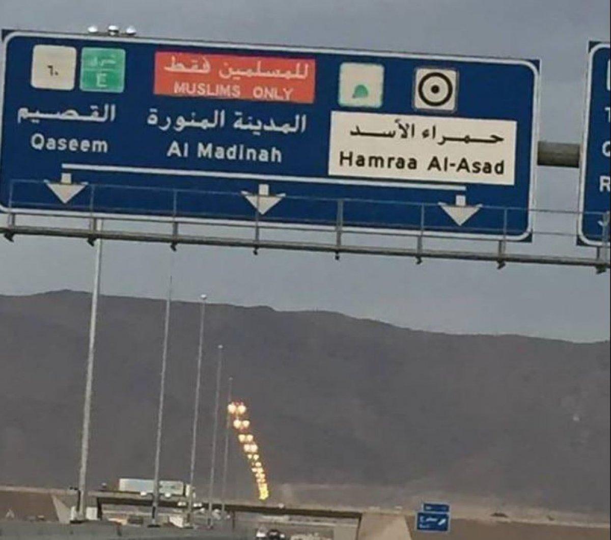 Suudi Arabistan, Medine ye giden yollardaki  sadece Müslümanlar  yazısını sildi #1