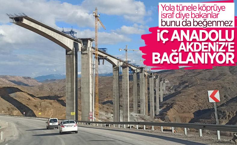 Türkiye'nin en yüksek ayaklı Eğiste Viyadüğü'nde çalışmalar sürüyor