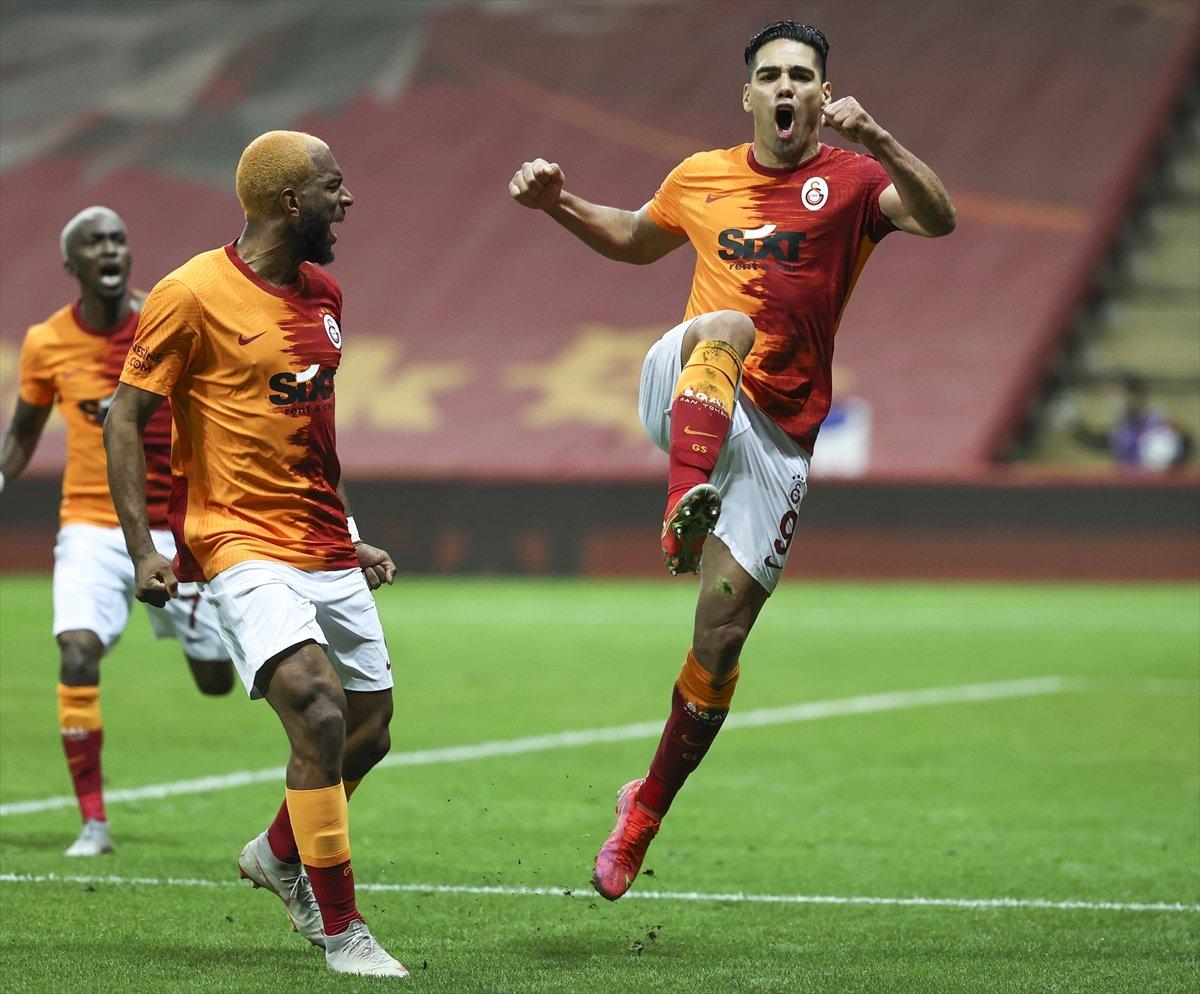 Galatasaray evinde Beşiktaş ı 3 golle mağlup etti #3