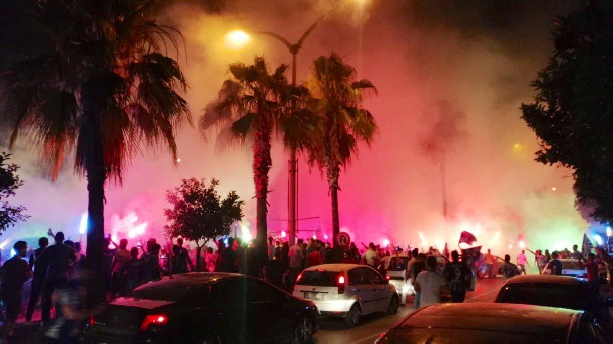 Adana Demirspor un 26 yıl sonra gelen şampiyonluğu kentte coşkuyla kutlandı #2