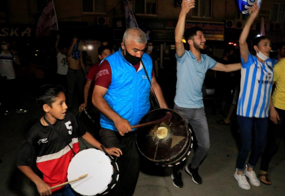 Adana Demirspor un 26 yıl sonra gelen şampiyonluğu kentte coşkuyla kutlandı #9