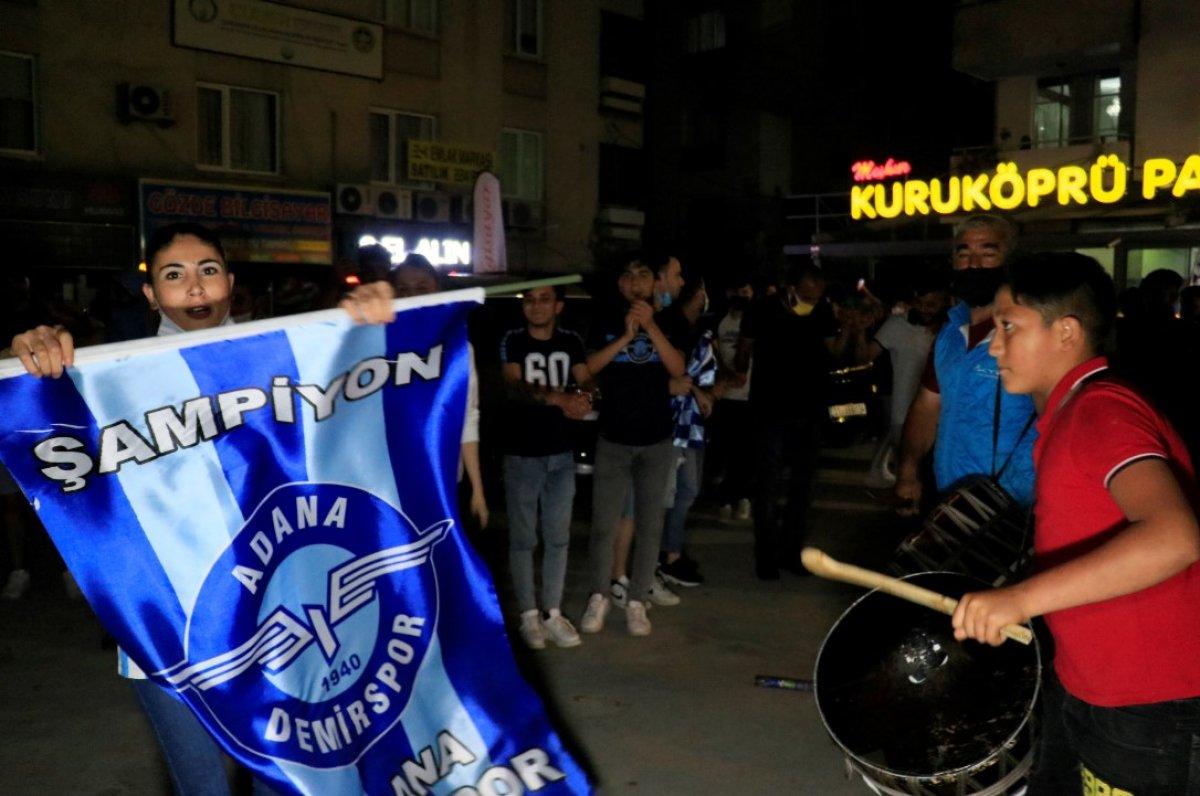 Adana Demirspor un 26 yıl sonra gelen şampiyonluğu kentte coşkuyla kutlandı #11