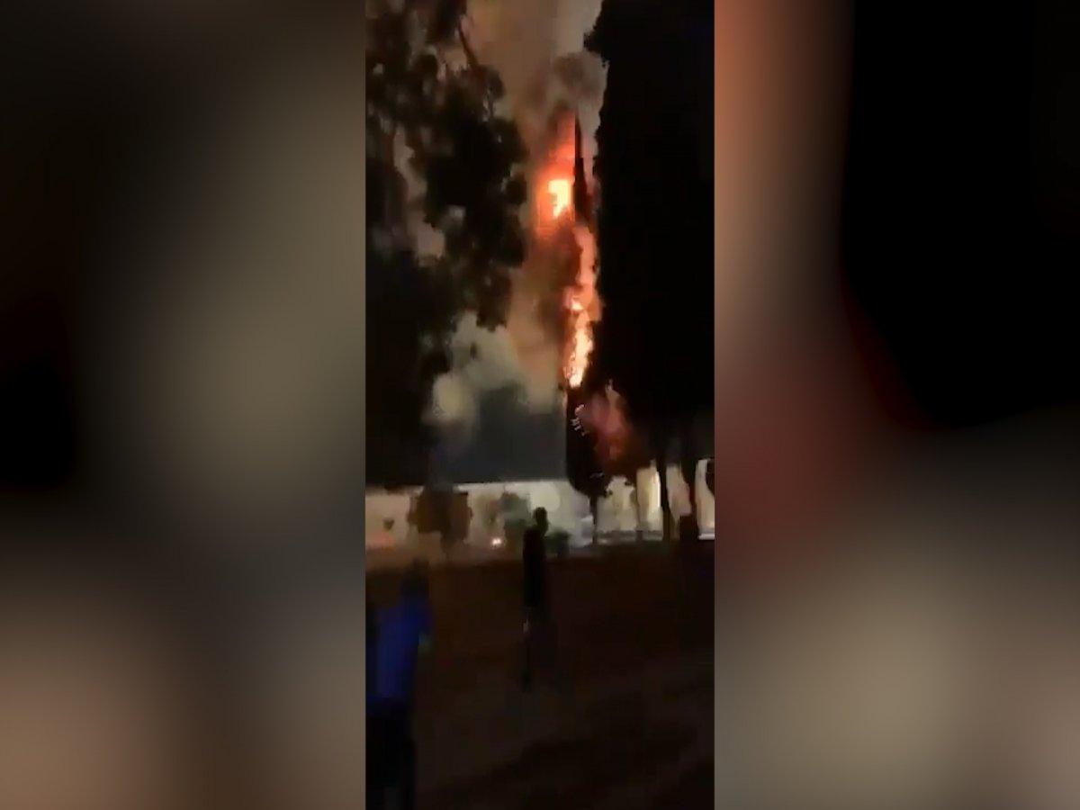 İsrailliler Mescid-i Aksa da çıkan yangını sevinçle izledi #1