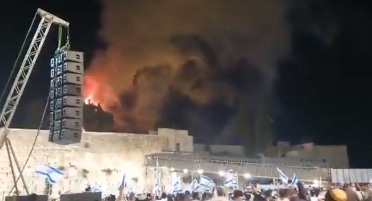 İsrailliler Mescid-i Aksa da çıkan yangını sevinçle izledi #3