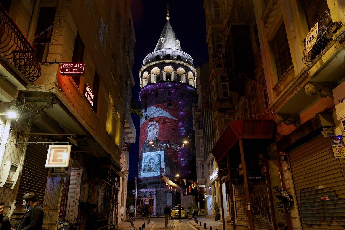 Anneler Günü, Galata Kulesi ne yansıtılan fotoğraflarla kutlandı #2