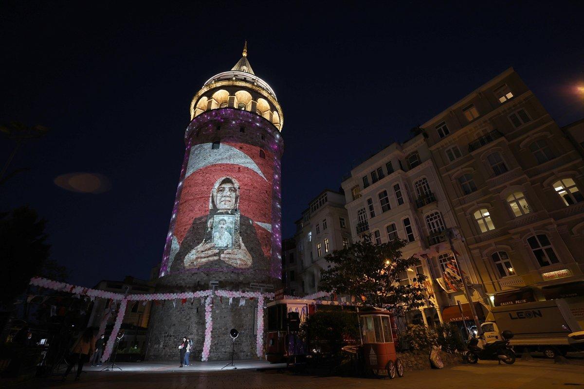 Anneler Günü, Galata Kulesi ne yansıtılan fotoğraflarla kutlandı #1