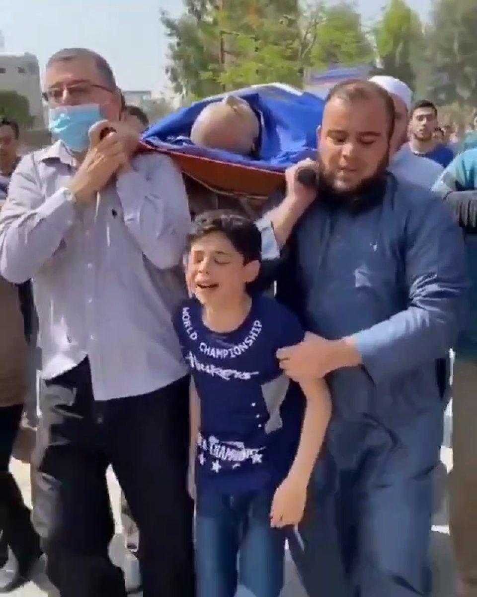 Babasını kaybeden Filistinli çocuğun feryadı yürek burktu  #2