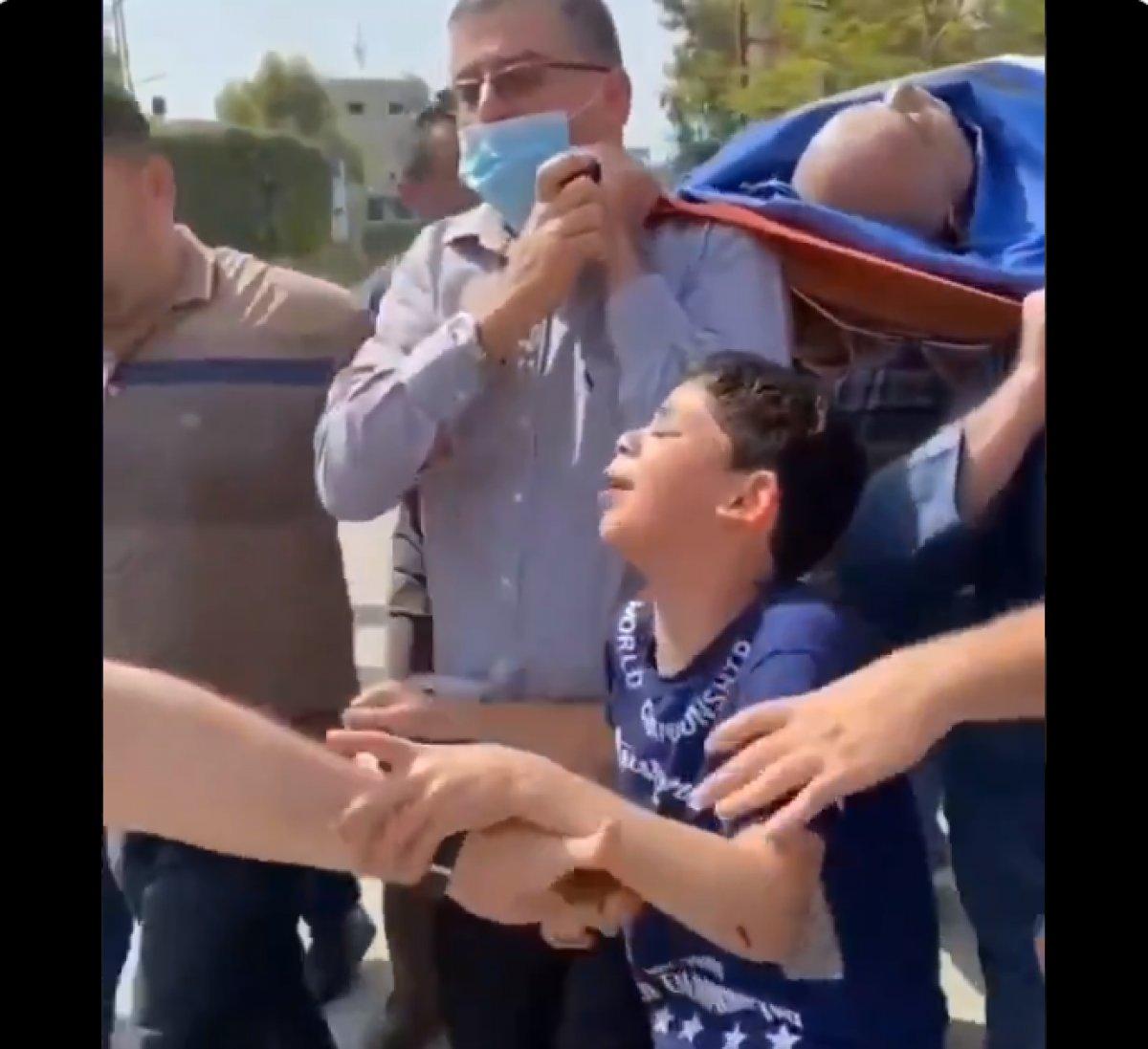 Babasını kaybeden Filistinli çocuğun feryadı yürek burktu  #4