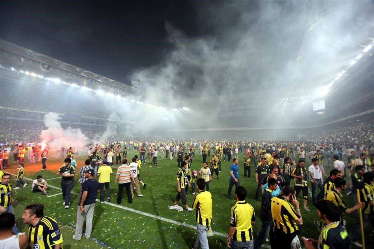 Süper Lig de son iki haftaya lider girip şampiyonluğu kaybedenler #4