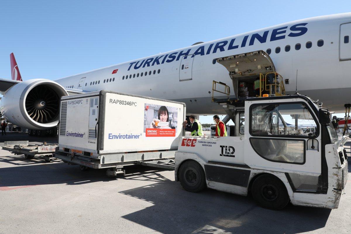 Sinovac ın koronavirüs aşılarını taşıyan uçak Türkiye ye ulaştı #1