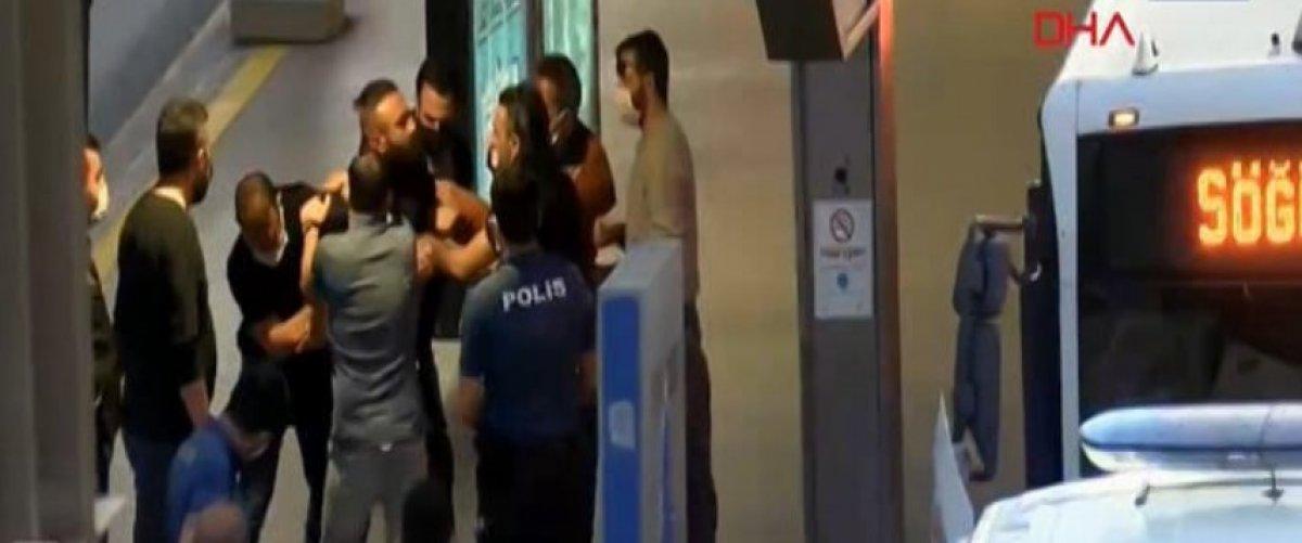 Avcılar istikametinde ilerleyen bir metrobüs rehin alındı #1