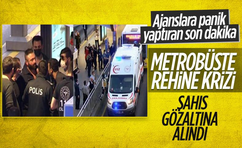 Avcılar istikametinde ilerleyen bir metrobüs rehin alındı