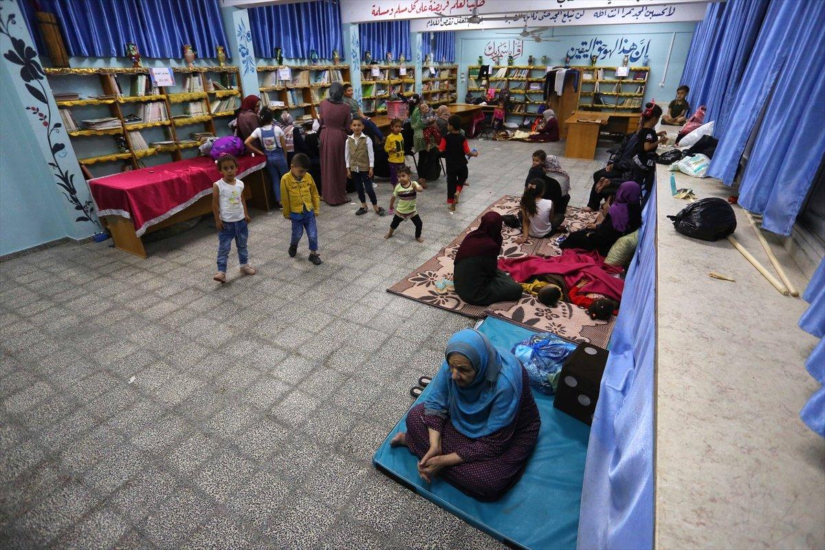 Filistinliler, İsrail bombalarından korunmak için okullara sığındı #13