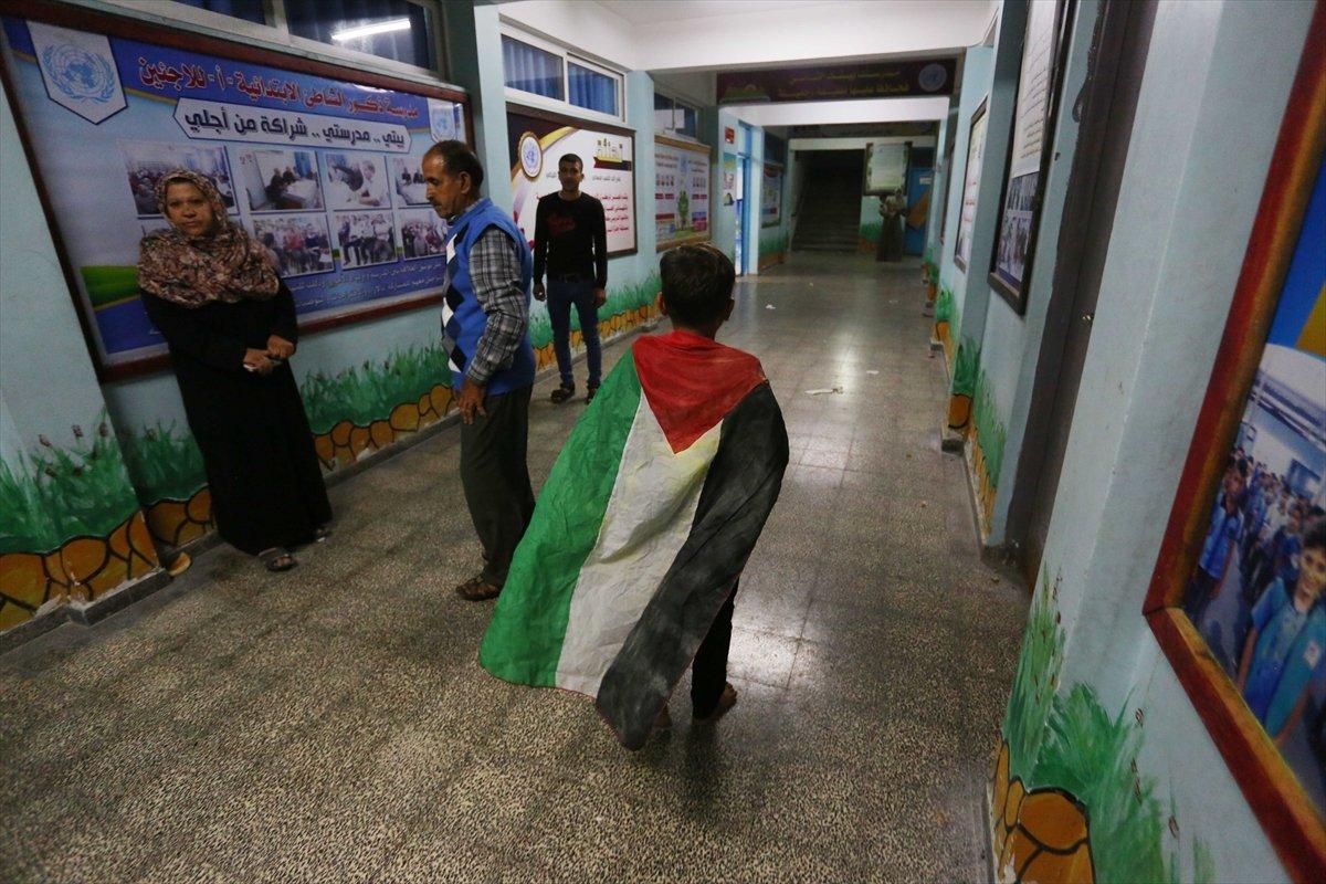 Filistinliler, İsrail bombalarından korunmak için okullara sığındı #2